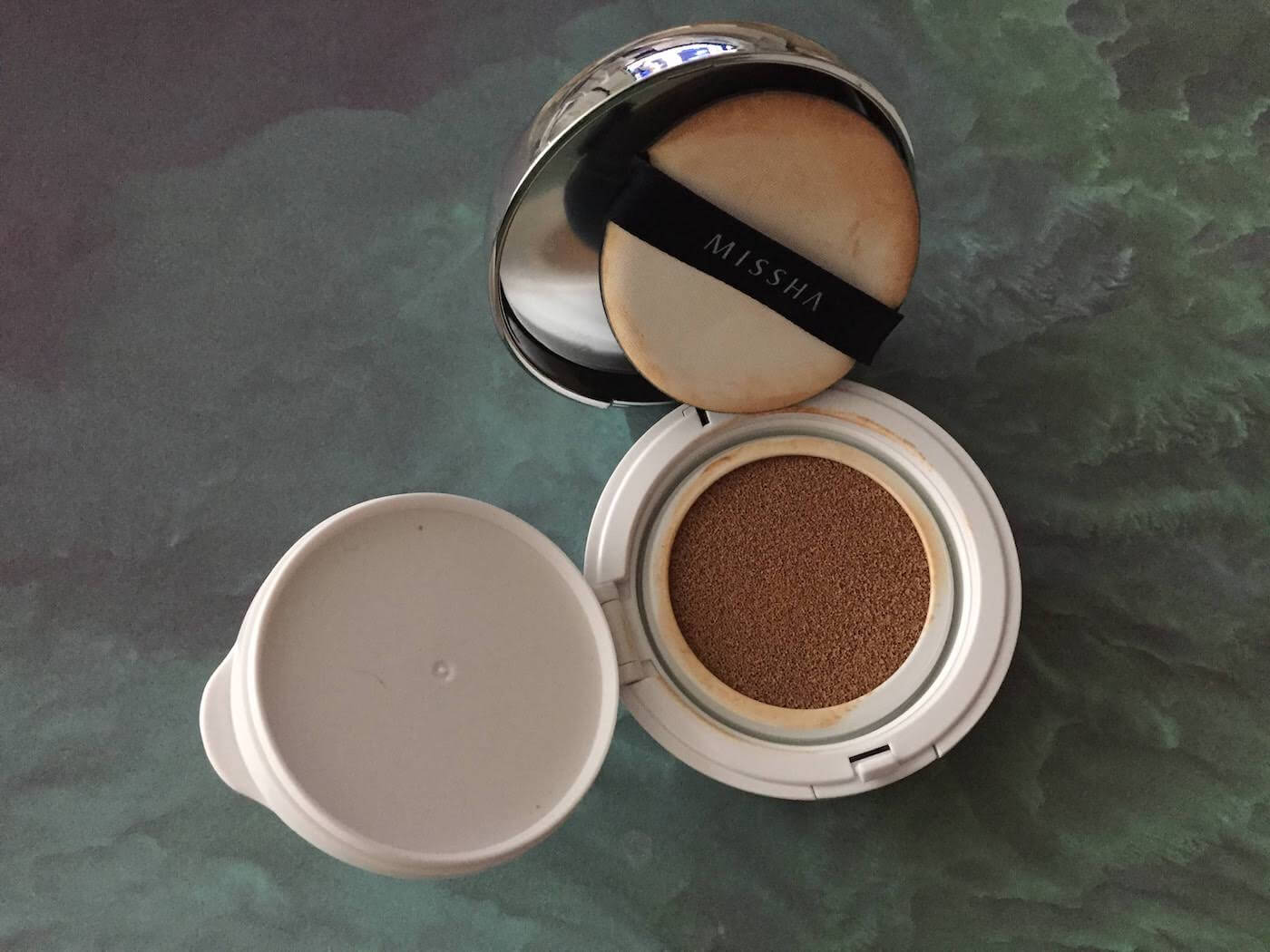 Missha Magic Cushion SPF 50 review (No. 27) inside package